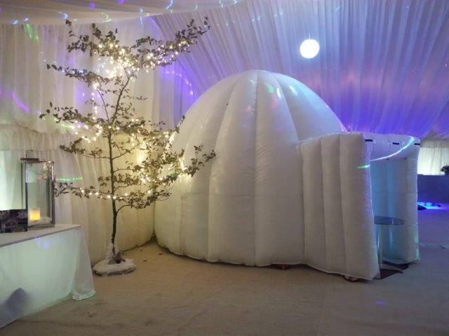 Igloo Christmas Photo Booth